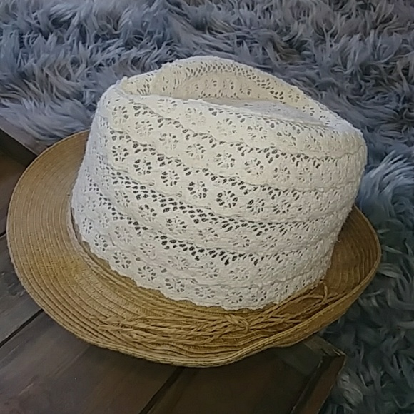 cf3d843cb55 NWT David and Young Federo lace hat